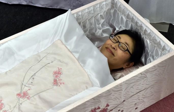 Японцы выбирают себе гробы при жизни