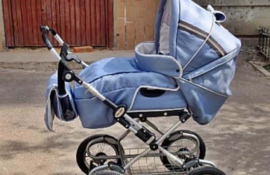 В Тюмени автомобиль сбил детскую коляску с ребенком