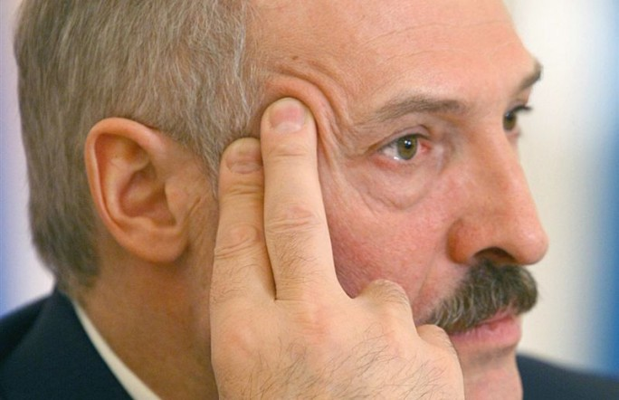 Лукашенко: мы же не щенки, чтобы нас за шиворот водить…