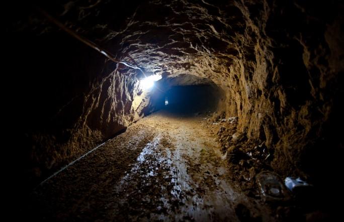 В Китае 20 людей оказались заточёнными в обрушившемся туннеле
