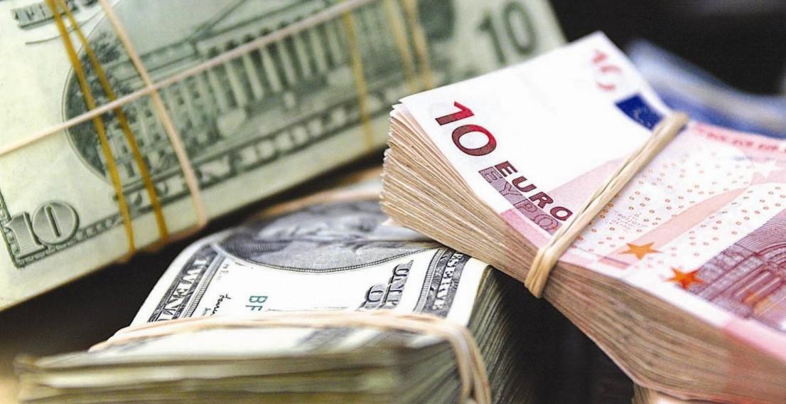 Центробанк РФ установил официальные курсы доллара и евро