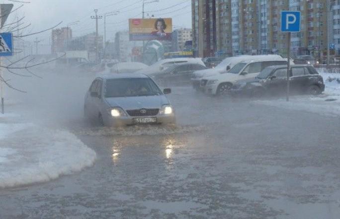 ГИБДД предупреждает водителей Тюмени избегать движения по ул. Николая Зелинского из-за аварии