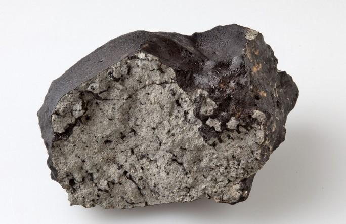В метеорите Тиссинт нашли органические углеродные молекулы