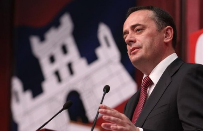 Министра энергетики Сербии чуть не убила глыба льда