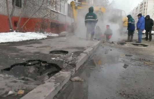 В Тюмени участились случаи падения людей в кипяток из-за порыва теплотрассы