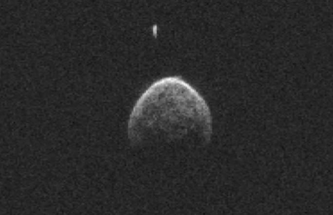 Астероид со своим спутником пролетел мимо Земли на расстоянии 1 200 000 км