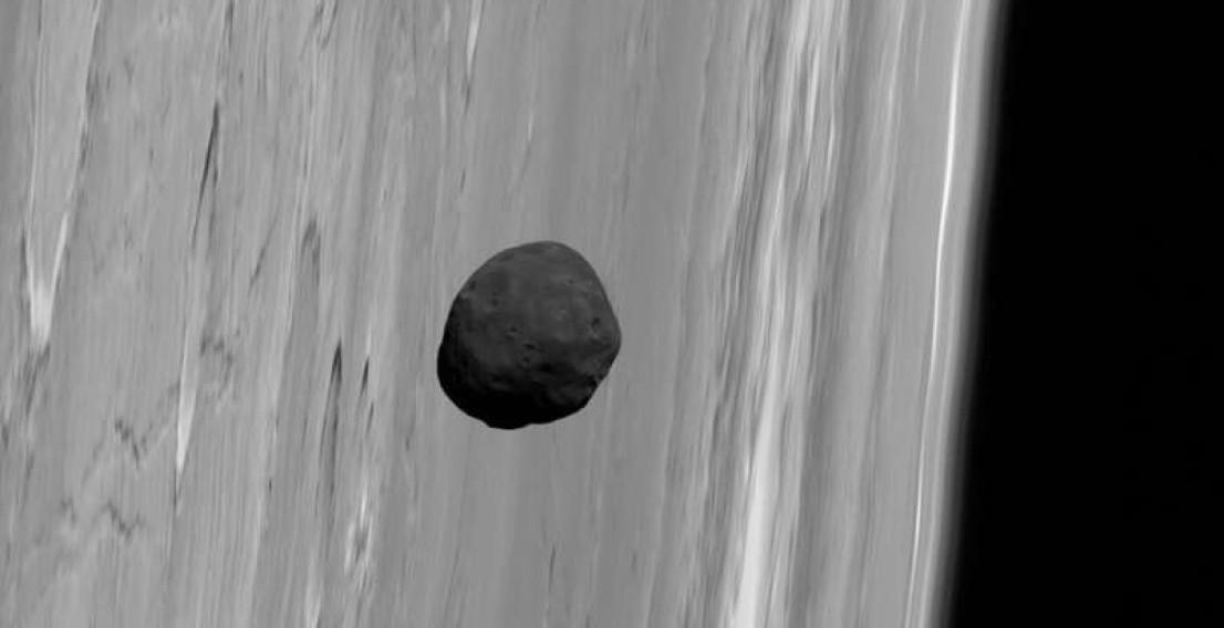 Снимки Фобоса на фоне Марса