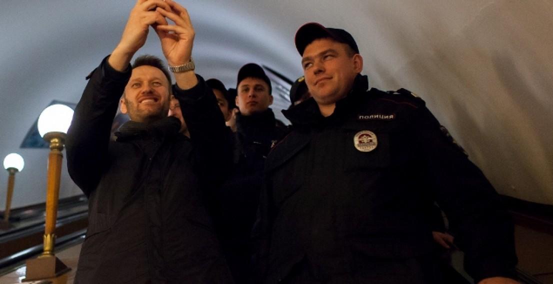 Навального задержали в метро