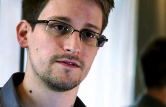 Оливер Стоун снимет фильм про Эдварда Сноудена