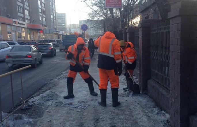 Мэр Тюмени подскользнулся и упал на тротуаре в центре города
