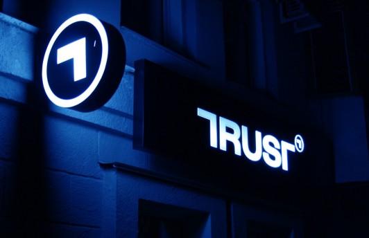 Банк «Траст» заблокировал расходные операции по кредитным картам