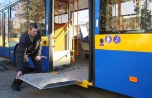 В Тюмени появились автобусы с пандусом для инвалидов-колясочников