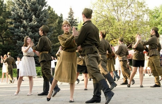 На Центральной площади Тюмени танцоры исполнят вальс Победы