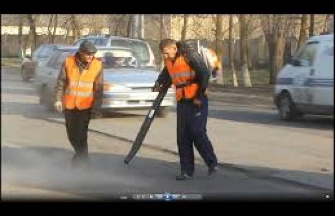 Может, поэтому у нас в стране плохие дороги…Видео