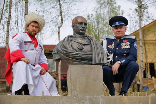 памятник путину казаки