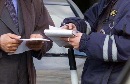 За парковку на газоне будут штрафовать в размере 5 тыс. рублей