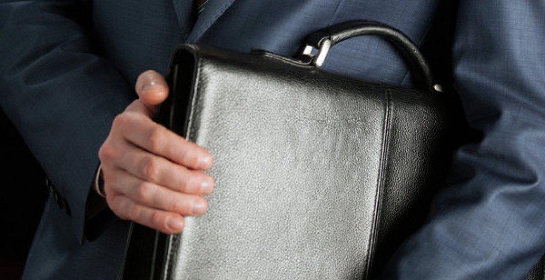 Крымские чиновники массово увольняются из-за низких зарплат