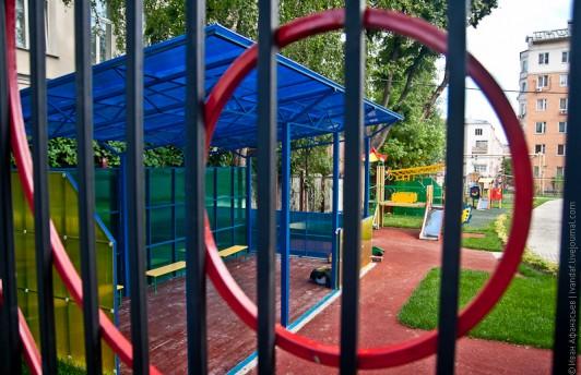 Астахов предложил поставить непрозрачные заборы вокруг детских учреждений